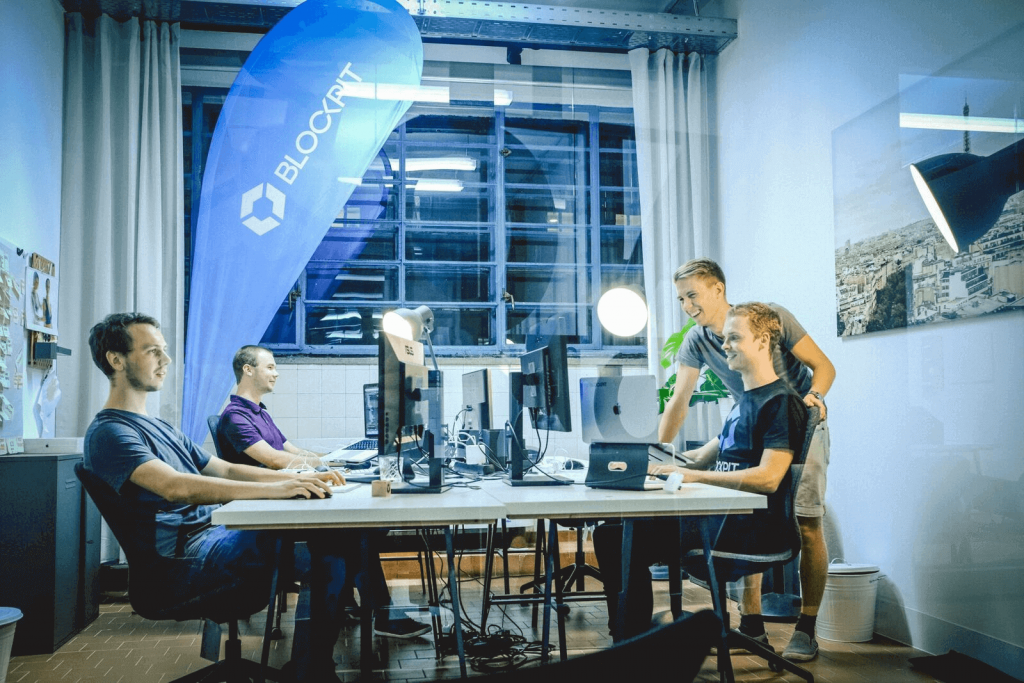 private offices in der strada del startup